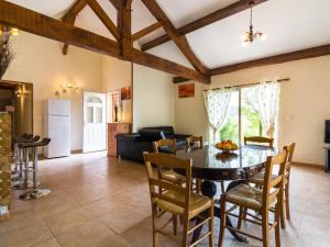 Maison De Vacances - Blanquefort-Sur-Briolance 2, Holiday homes  Saint-Cernin-de-l'Herm - big - 24