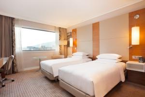 Twin Room with City View - Top Floor