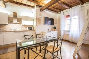Palazzo Bocchi - The Place Apartments - AbcAlberghi.com
