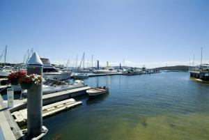 Stunning views in gorgeous Harbourside!, Apartmány  Soldiers Point - big - 6
