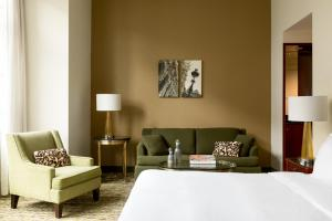 Junior Suite with king bed and lounge access