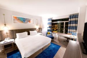 King Hilton Executive Room with Access to Executive Lounge