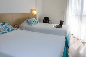 Superior Room with 2 Single Beds and Sofa