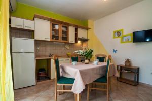 Apartments Cvita Ugljan, Penzióny  Ugljan - big - 6