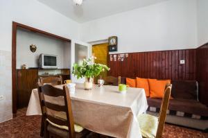 Apartments Cvita Ugljan, Penzióny  Ugljan - big - 8