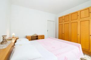 Apartments Cvita Ugljan, Penzióny  Ugljan - big - 18