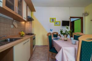 Apartments Cvita Ugljan, Penzióny  Ugljan - big - 20