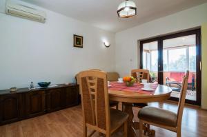 Apartments Cvita Ugljan, Penzióny  Ugljan - big - 22