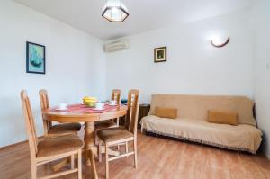 Apartments Cvita Ugljan, Penzióny  Ugljan - big - 23