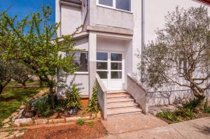 Apartments Cvita Ugljan, Penzióny  Ugljan - big - 1