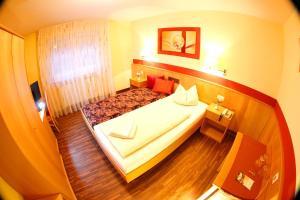 Hotelpension zum Gockl, Гостевые дома  Аллерсхаузен - big - 25