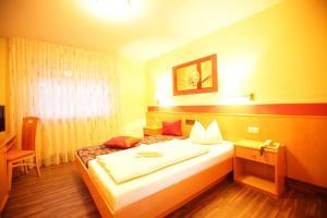 Hotelpension zum Gockl, Гостевые дома  Аллерсхаузен - big - 23