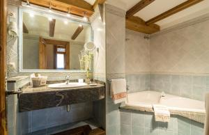 Hotel Ciria, Отели  Бенаске - big - 4