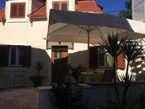 Guesthouse Kresic, Penzióny  Split - big - 13