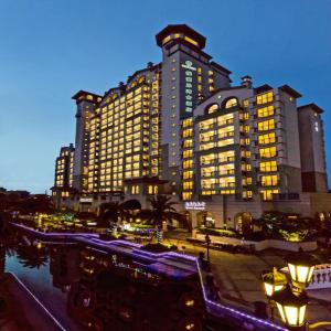 Twin Moon Bay WeHouse Hotel
