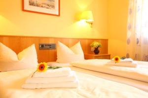 Hotelpension zum Gockl, Гостевые дома  Аллерсхаузен - big - 28