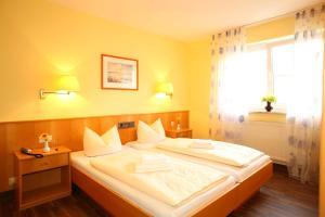Hotelpension zum Gockl, Гостевые дома  Аллерсхаузен - big - 34