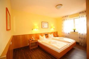 Hotelpension zum Gockl, Гостевые дома  Аллерсхаузен - big - 35