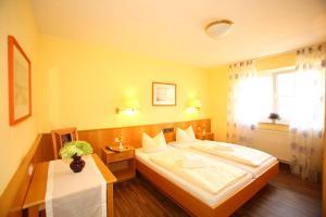 Hotelpension zum Gockl, Гостевые дома  Аллерсхаузен - big - 36