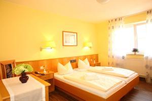 Hotelpension zum Gockl, Гостевые дома  Аллерсхаузен - big - 37