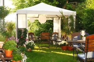 Hotelpension zum Gockl, Гостевые дома  Аллерсхаузен - big - 48