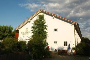 Hotelpension zum Gockl, Гостевые дома  Аллерсхаузен - big - 47