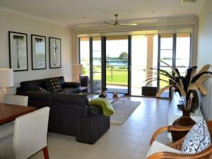 Watermark 2, Holiday homes  Yamba - big - 9