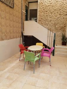 Lucy's guesthouse and rooms, Penziony  Neve Zohar - big - 17
