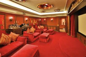 Beautiful 5bd Villa Pool/Sauna/Jacuzzi/Cinema - AbcAlberghi.com