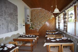 Pension Family Fábsits, Отели типа «постель и завтрак»  Хевиз - big - 67
