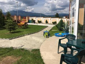 Pensiunea Casa Diaspora, Bed and breakfasts  Târgu Jiu - big - 141