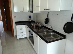 Appartamento con ampio giardino 19, Dovolenkové domy  Torre dell'Orso - big - 7