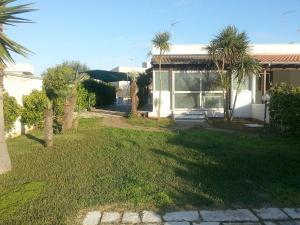 Appartamento con ampio giardino 19, Dovolenkové domy  Torre dell'Orso - big - 11