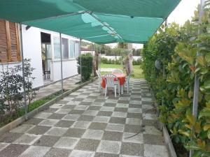 Appartamento con ampio giardino 19, Dovolenkové domy  Torre dell'Orso - big - 14