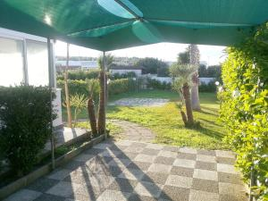 Appartamento con ampio giardino 19, Dovolenkové domy  Torre dell'Orso - big - 15