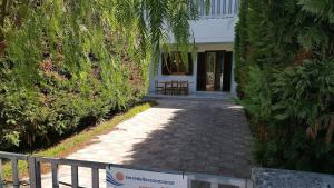 Trilocale con doppio giardino 26, Dovolenkové domy  Torre dell'Orso - big - 12