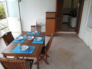 Appartamento con ampio giardino 19, Dovolenkové domy  Torre dell'Orso - big - 17