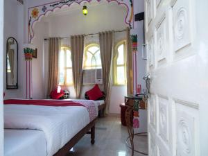 OYO 12726 Home Heritage Lake View Hanuman Ghat, Apartments  Udaipur - big - 9