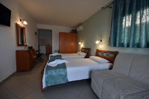 Kiwi Hotel, Hotels  Nea Fokea - big - 11