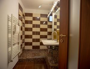Q Apartments, Apartments  Braşov - big - 45