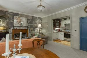 Quirky Antique Apartment, Apartments  Edinburgh - big - 9