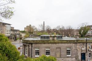 Idyllic Calton Hill Cottage, Ferienwohnungen  Edinburgh - big - 30