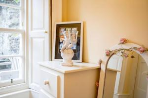 Idyllic Calton Hill Cottage, Apartmanok  Edinburgh - big - 26