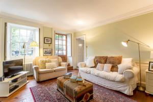 Idyllic Calton Hill Cottage, Apartmanok  Edinburgh - big - 2