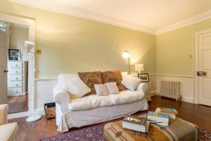 Idyllic Calton Hill Cottage, Apartmanok  Edinburgh - big - 23