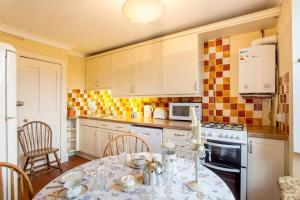 Idyllic Calton Hill Cottage, Apartmanok  Edinburgh - big - 3