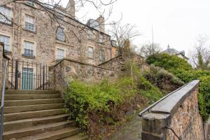 Idyllic Calton Hill Cottage, Apartmanok  Edinburgh - big - 7