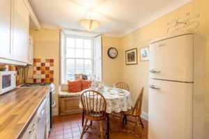 Idyllic Calton Hill Cottage, Apartmanok  Edinburgh - big - 5