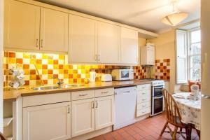 Idyllic Calton Hill Cottage, Apartmanok  Edinburgh - big - 11