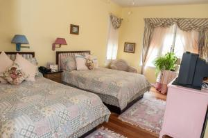 Double Room with Two Double Beds (Max 2 People)